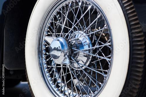 Cadres-photo bureau Vintage voitures Closeup of vintage car wire wheel tyre. Retro car tire