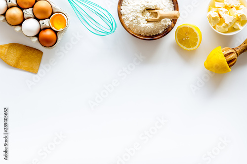 Photo sur Aluminium Boulangerie Baking background. Dough ingredients on white background top view copy space