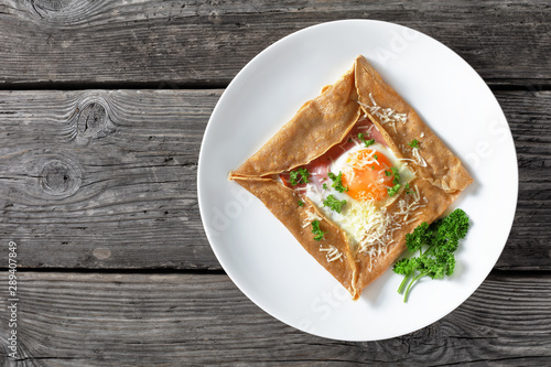 Fotomural Breton crepe with egg on a white plate