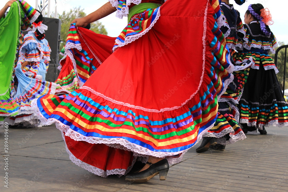 Fototapeta Colorful skirts fly during Mexican dancing