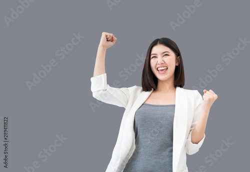 Photo  Young professional Asian woman raising her arms up feeling cheerful triumphant h