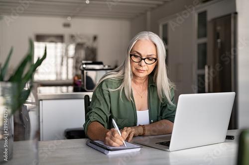 Obraz Senior fashionable woman working at home - fototapety do salonu