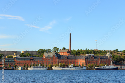 Foto auf AluDibond Schiff Stockholm, Sweden. The former Munich Riddarfjarden brewery from the Stockholm City Hall early in the morning