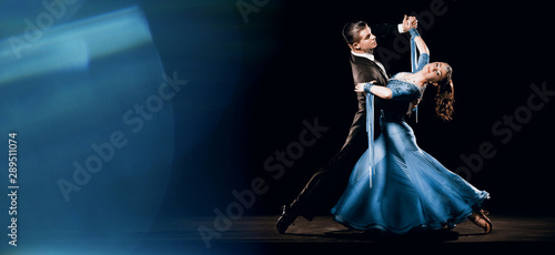 Keuken foto achterwand Dance School Ballroom Dancing Couple Standard Waltz Oversway Background