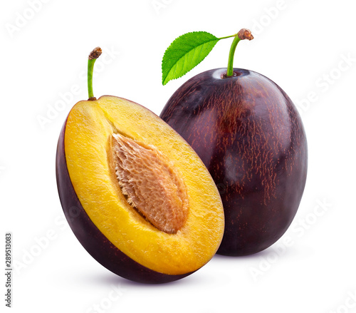 Stampa su Tela Plums with leaves isolated on white background