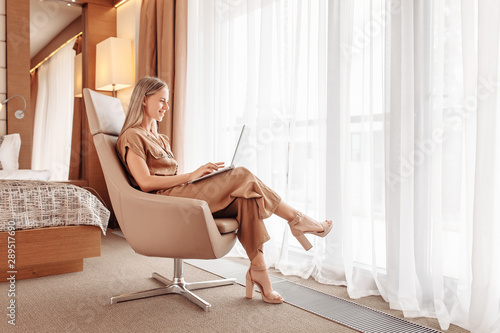 Obraz na plátně  Young woman traveler looking for best room into hotel while traveling