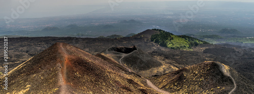 Fotografia Etna old crater adn view on Catania