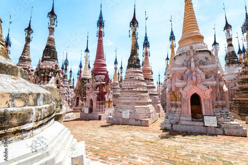 In de dag Bedehuis amazing Mwe Taw Kakku pagoda complex in myanmar