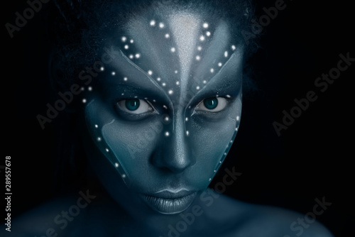 art-photo-of-africal-woman-with-tribal-ethnic-paintings-in-avatar-style