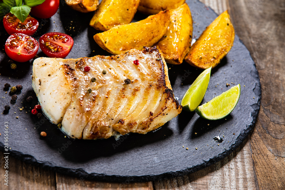 Fototapety, obrazy: Fried cod loin with baked potatoes and vegetables