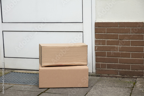 Cadres-photo bureau Pain Delivery Of Parcel Boxes At Doorstep