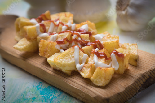 Foto Patatas bravas, spanish fried potato