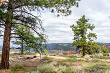 Canyon Rim Trail In Flaming Gorge Utah National Park With Dangerous Cliff Overlook Sign
