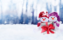 Funny Two Snowmen With Gift Bo...