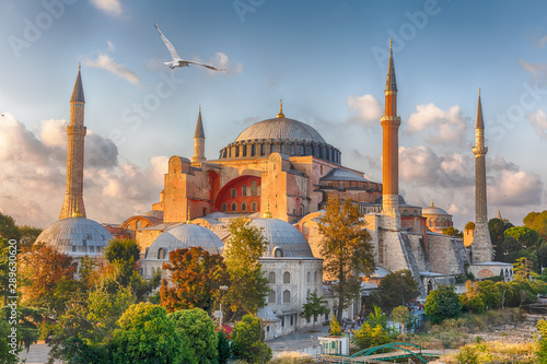 Fotobehang Oude gebouw Hagia Sophia in Istanbul, Turkey, wonderful sunny view