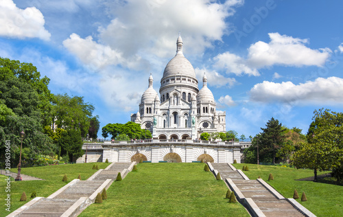 Fototapeta Basilica of Sacre Coeur (Sacred Heart) on Montmartre hill, Paris, France