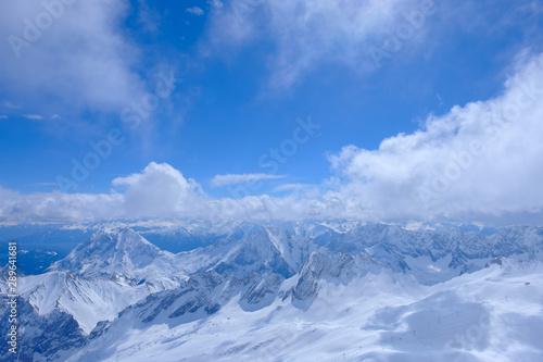 Foto auf Gartenposter Gebirge Snow on top.