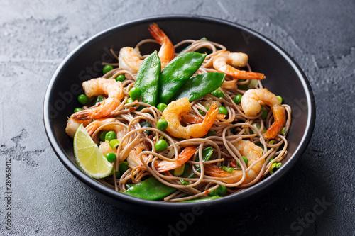 Stir fry noodles with vegetables and shrimps in black bowl Canvas-taulu