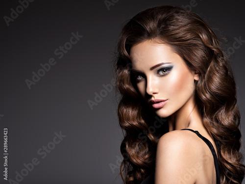 Cadres-photo bureau Salon de coiffure Beautiful woman with long curly hair