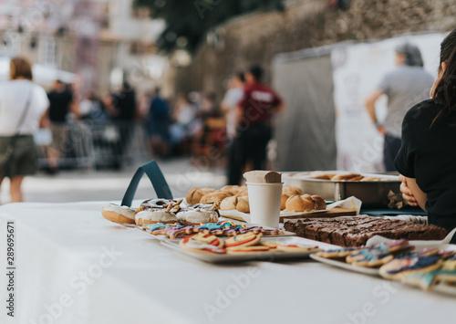 Puesto de dulces en un festival folk en Pontevedra, Galicia