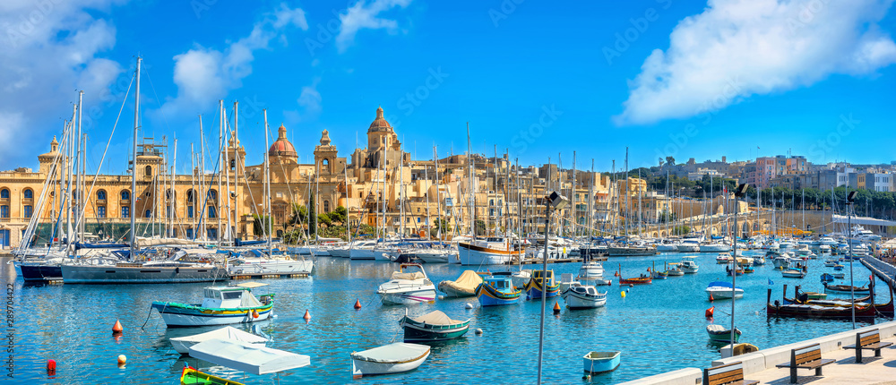 Fototapety, obrazy: Waterfront with view of Vittoriosa city and harbour. Malta