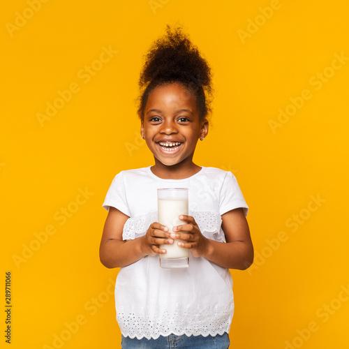 Obraz Cute afro girl enjoying glass of milk - fototapety do salonu