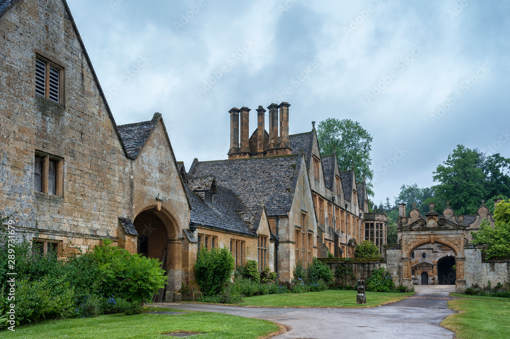 Fototapety, obrazy: STANWAY, ENGLAND - MAY, 26 2018: Stanway Manor House built in Jacobean period architecture 1630 in guiting yellow stone, in the Cotswold village of Stanway, Gloucestershire, Cotswolds, UK