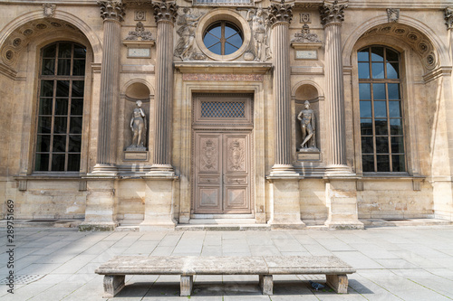Antique inlaid wooden door with carved stone structure in an ancient palace in Paris Slika na platnu