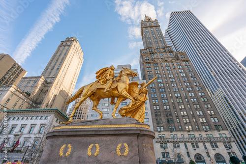 Obraz na plátně  New York City, NY, USA - December, 2018 - William Tecumseh Sherman Memorial are outdoor sculptures of William Tecumseh Sherman and Victory by Augustus Saint-Gaudens, at Grand Army Plaza
