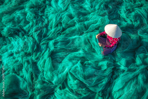 Photo  Vietnam Fishermen are repairing fishing nets Fishermen are cleaning Thai fishing nets