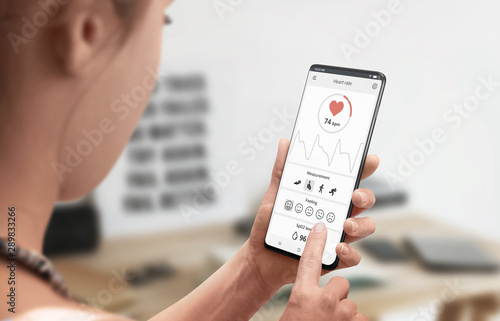 Measuring heart rate with mobile app and sensor on a mobile phone concept Canvas-taulu