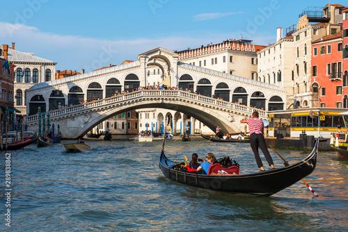 Gondole et pont du Rialto