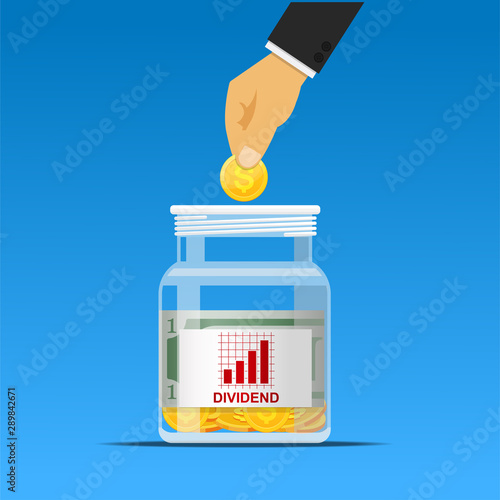Cuadros en Lienzo  hand putting coin in dividend jar,investment concept.