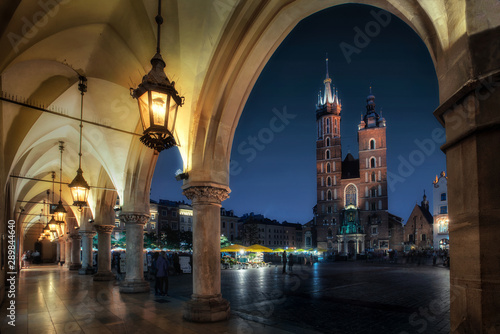 Fototapeta Cracow by night - the cloth hall and the Mariacki, in Poland, Europe (Krakow , Kraków) obraz na płótnie