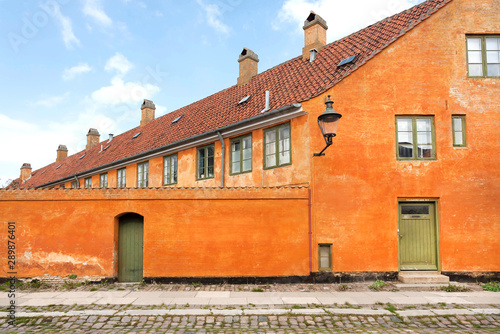 Photo City street houses in historical area of danish capital