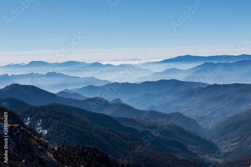 Poster Bleu nuit Natural beauty of Uttarakhand with snow covered mountains in Chopta Valley