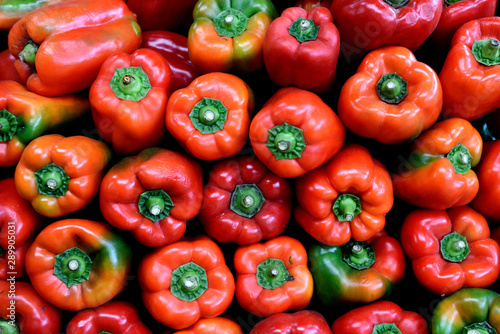 Valokuva  Fresh Colombian red bell peppers, farmers produce market, Colombia