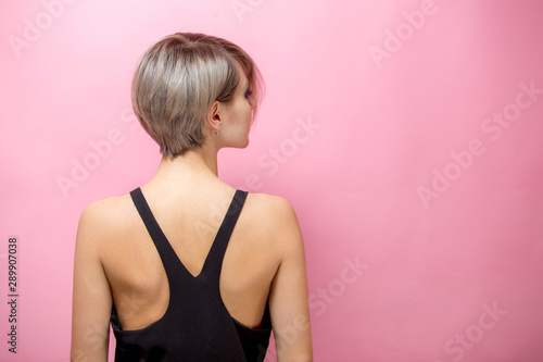Carta da parati Fashion beautiful young woman with short hair over pink background