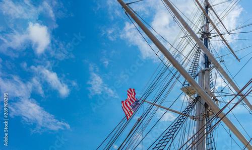 waving USA flag on historical sail mast, Canvas-taulu