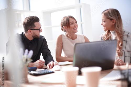 Fotografia  close up.successful business team discussing new ideas