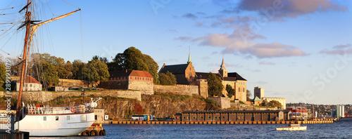 fototapeta na szkło Oslo harbor - Akershus Fortress