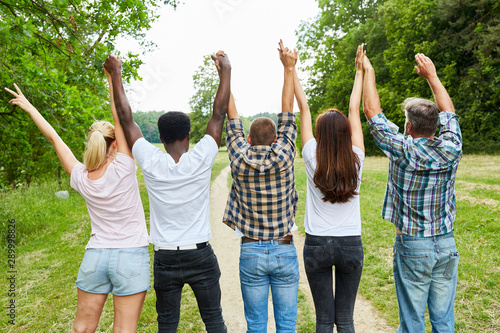 Valokuva  Young people cheer together in the park