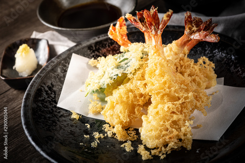 Fotomural The tempura shrimps with sauce, deep-fried shrimps in the traditional Japanese restaurant