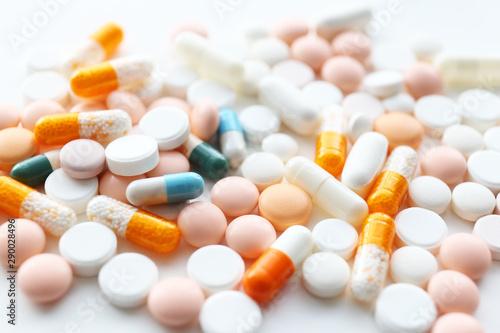 Obraz 医療イメージ たくさんの飲み薬 - fototapety do salonu