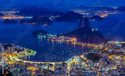 Canvastavla Night view of mountain Sugarloaf and Botafogo in Rio de Janeiro, Brazil