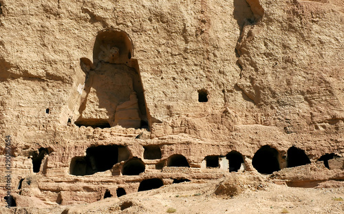 Photo Caves in the cliffs near Bamyan (Bamiyan), Afghanistan