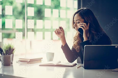 Pinturas sobre lienzo  Portrait of beautiful smiling young  entrepreneur businesswoman working in modern work station