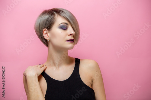 Portrait of young beautiful blonde woman with short hair over pink Canvas-taulu