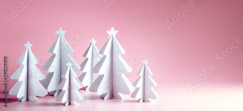 Fotomural  Paper Christmas tree on pink background