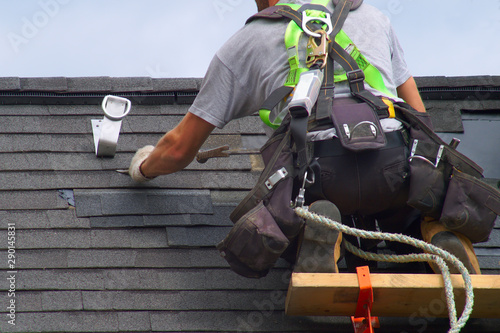 roof repair construction worker roofer man roofing security rope Fototapet